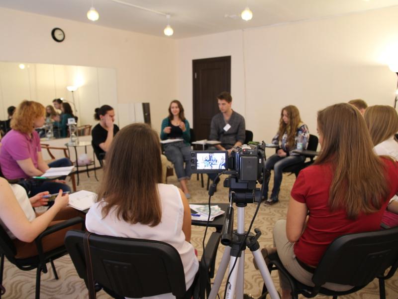 Запись на камеру работы студентов с последующим обсуждением
